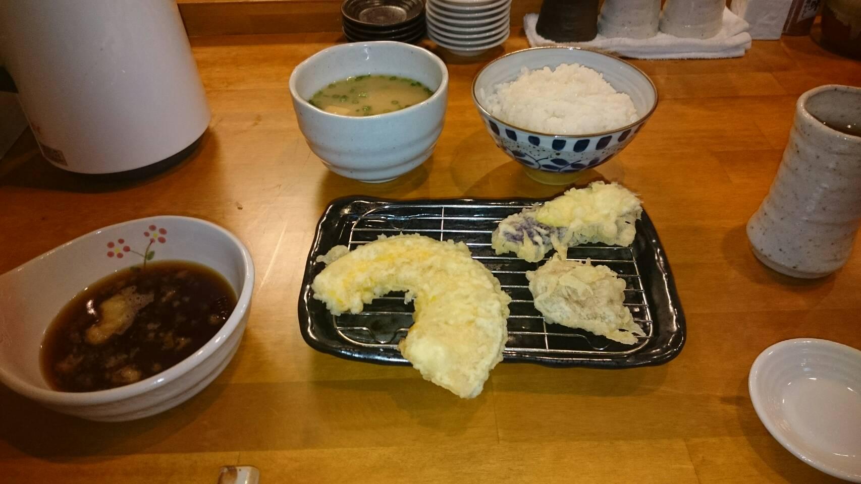 「天ぷら わた辺」 サクサク・アツアツの揚げたて!